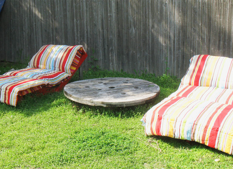 how to make garden loungers from pallets
