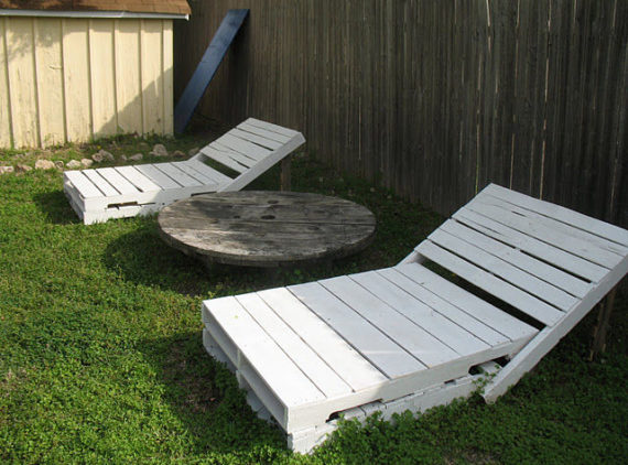 paint the pallet loungers