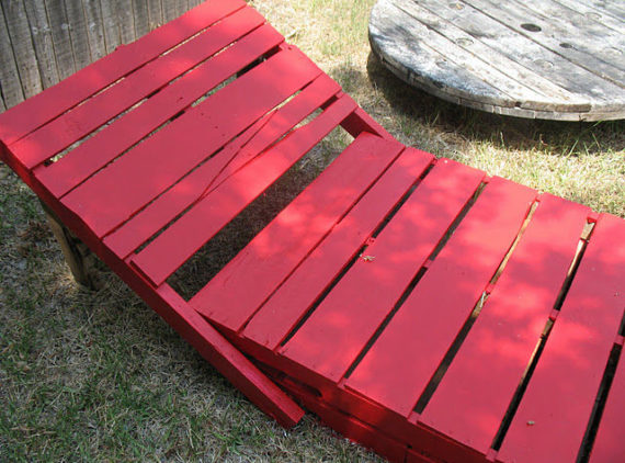paint loungers red