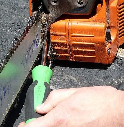 increase the tension on the chainsaw