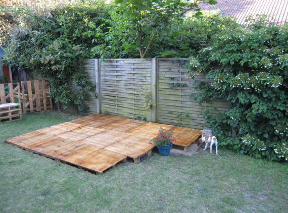 lay the floor of the cheap pallet garden lounge pallet outdoor lounge