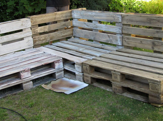 use a saw to remove the overlapping part of the pallet pallet outdoor lounge