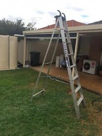 BAILEY APOLLO 8' STEP LADDER WITH HANDLE