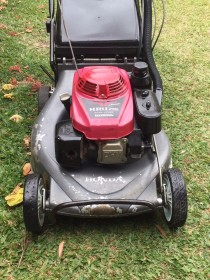HONDA SELF PROPELLED LAWN MOWER & LINE TRIMMER COMBO
